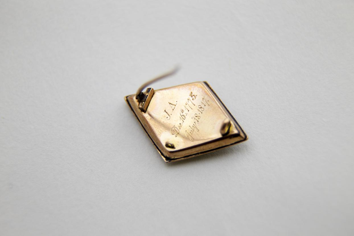 Mourning brooch, reverse
